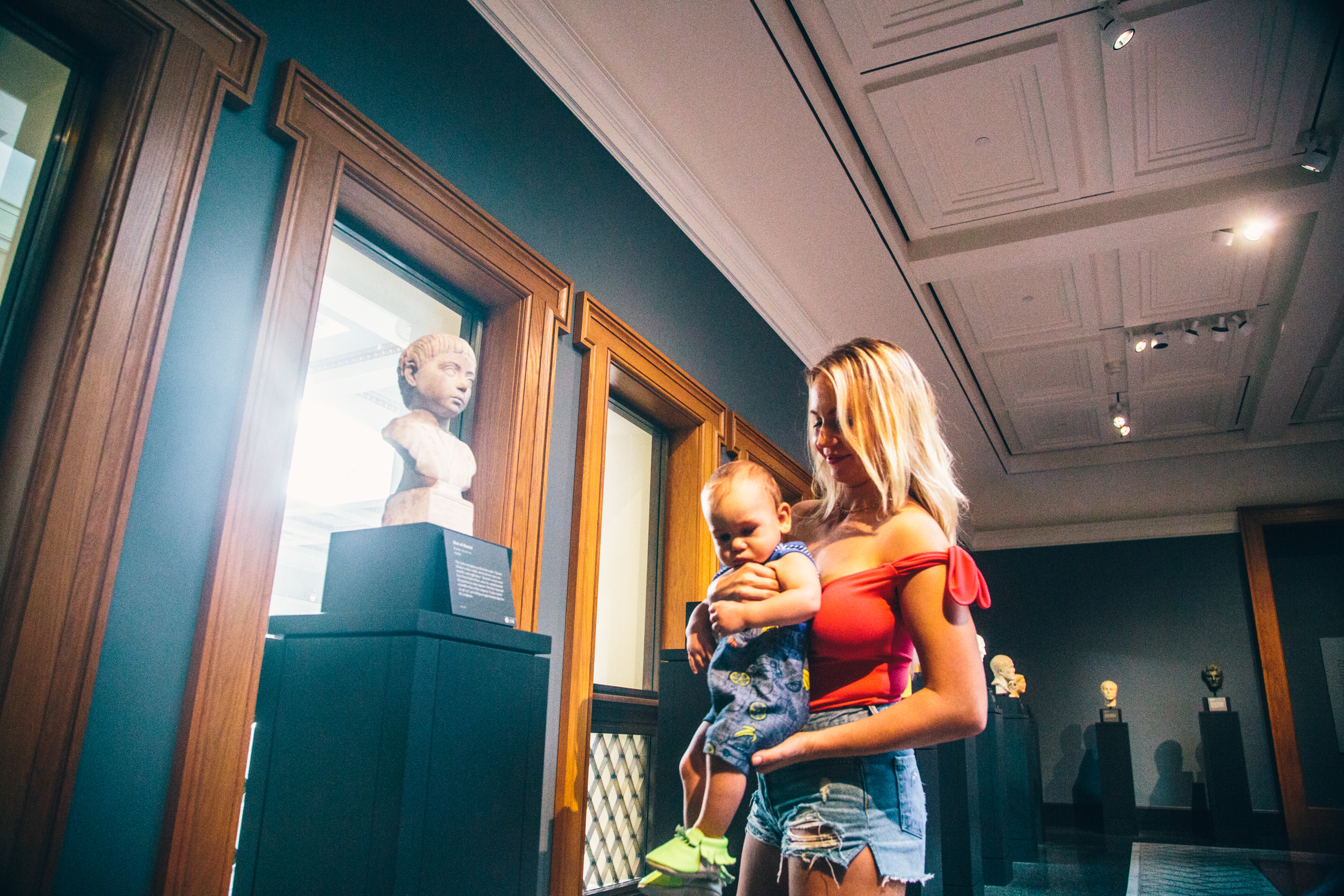 Diana-Milena-Sunkissed-Blonde-Visiting-Getty-Villa-Museum-Baby-Kids_